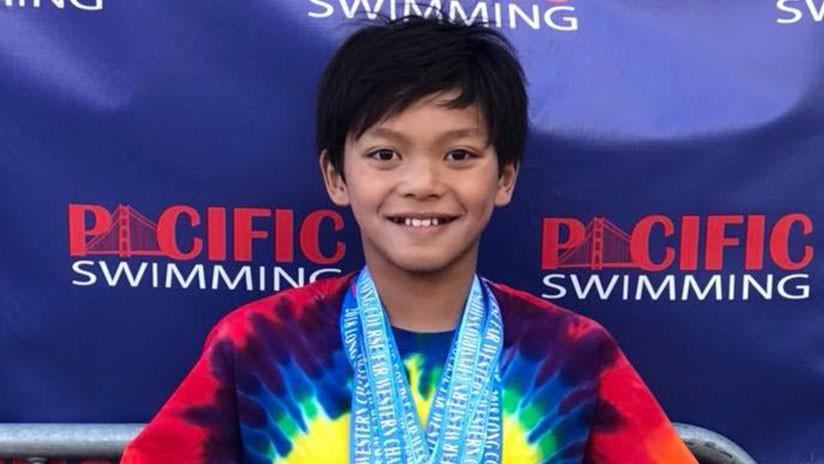 Niño de 10 años bate récord de Phelps en natación