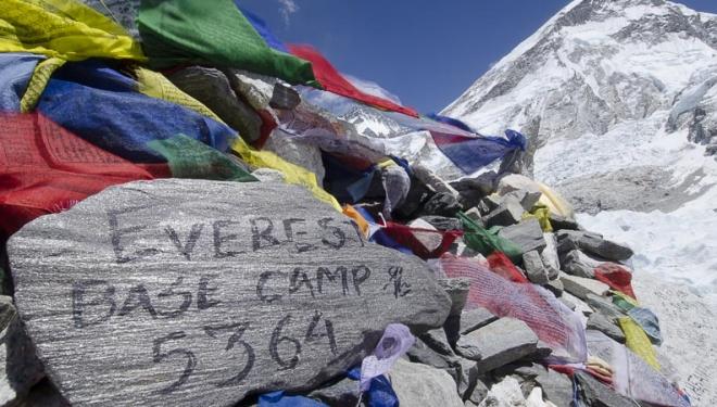No creerás la solución para bajar el excremento del Everest