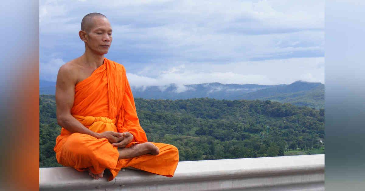 Monje budista organiza una orgía y fuma cristal