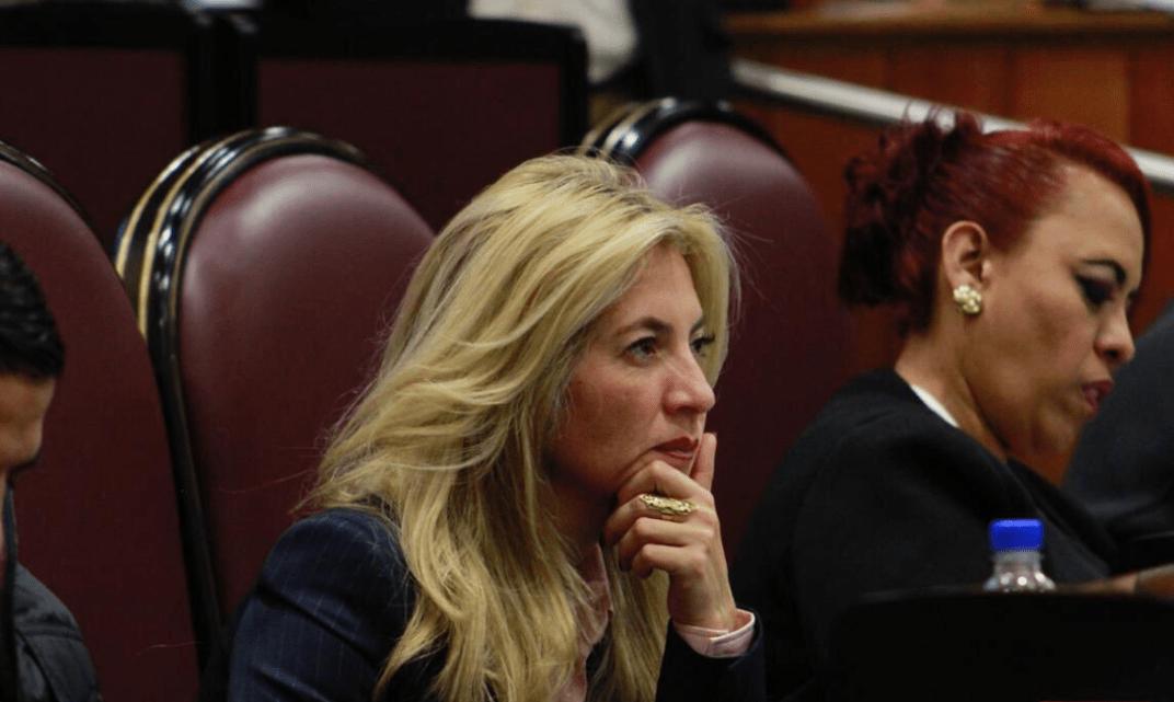 """Diputada propone """"toque de queda"""" para mujeres"""