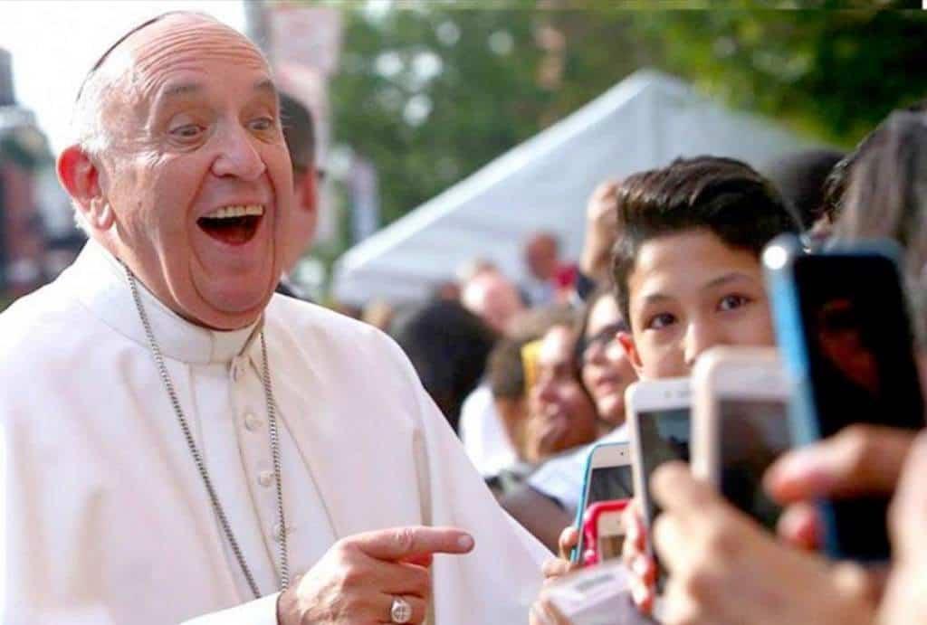 Papa Francisco lanza app para celulares