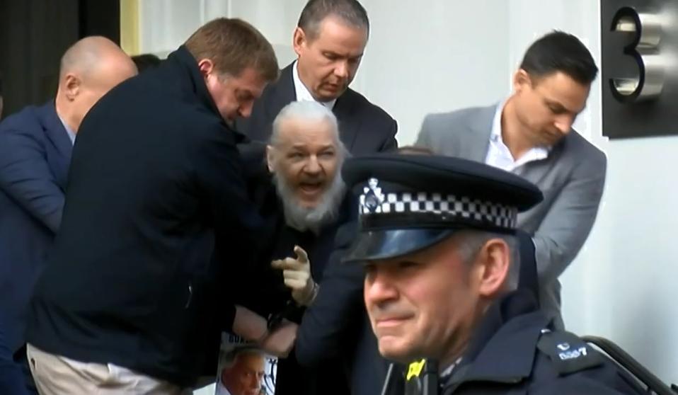 Julian Assange arrestado en Reino Unido